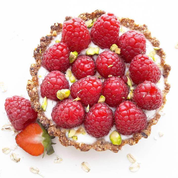 Tarte granola aux framboises et aux pistaches(VEGAN)