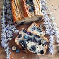 Banana bread aux myrtilles et chocolat blanc (VEGAN)
