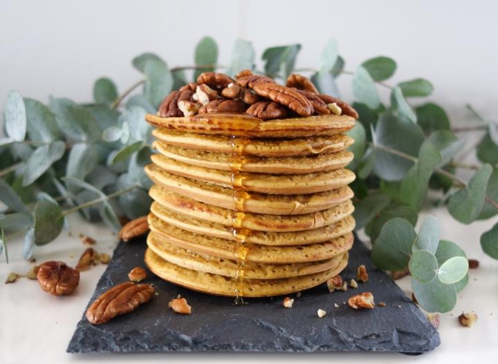 Pancakes à la courge, sirop d'érable et noix depecan