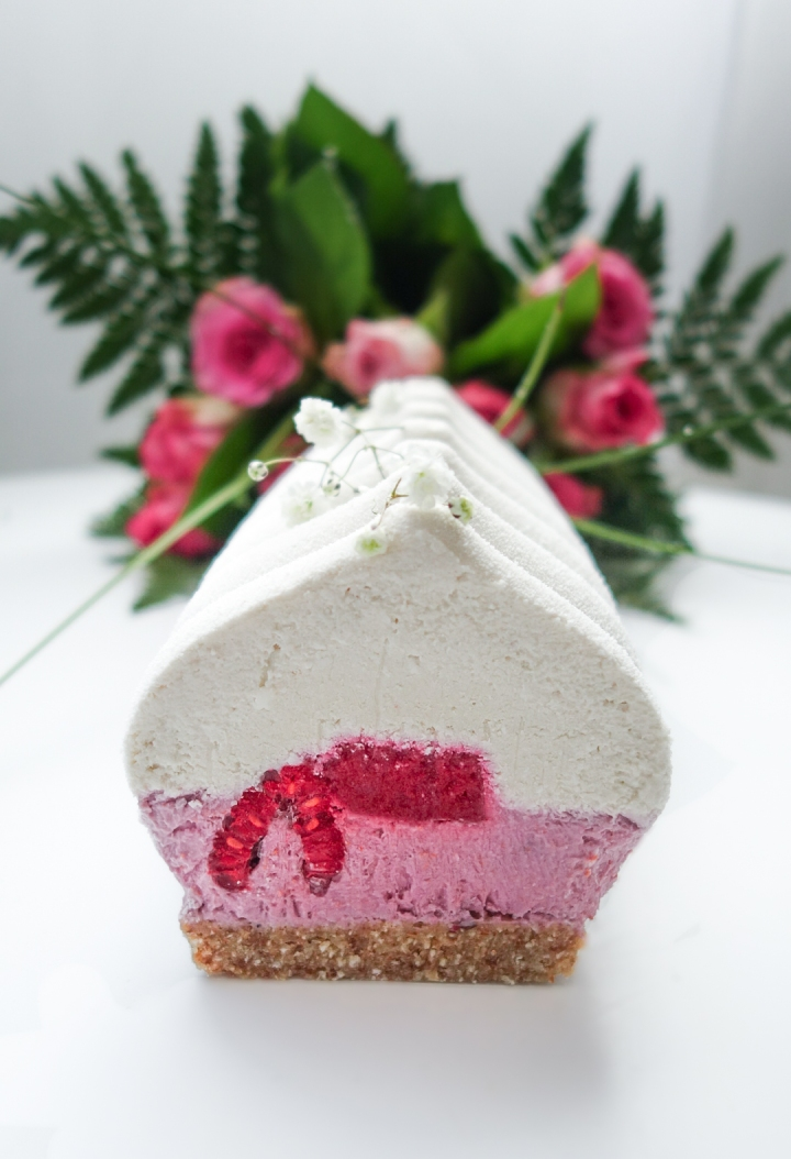 Bûche coco, framboise, rose et litchi (PALEO, VEGAN & SANSGLUTEN)