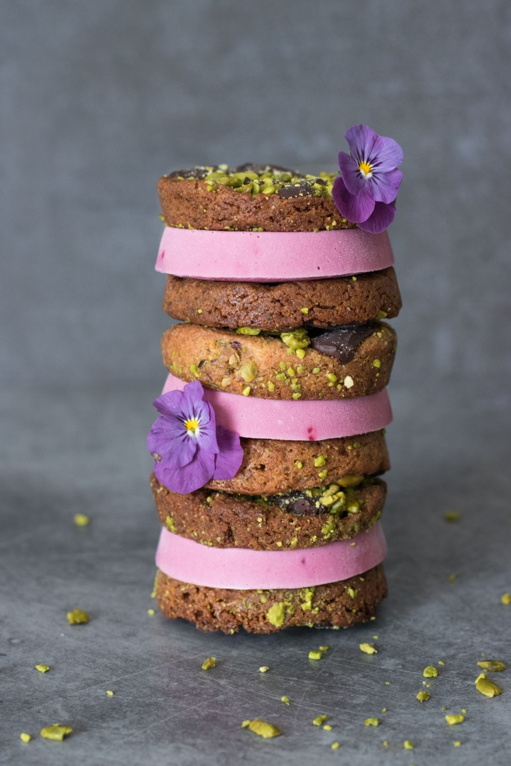 Cookies sandwich pistache framboise - The V World